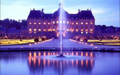 Un dîner aux chandelles dans le jardin d'un château parisien !