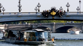 Lunch Cruise on the Seine - Prime location