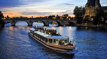 Luxury Dinner Cruise - Prime location