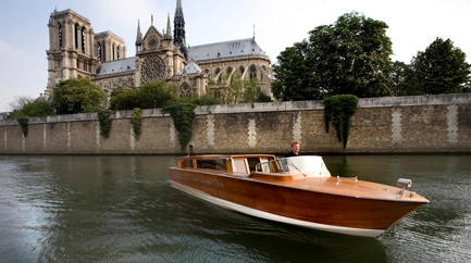 Private Cruise on the Seine with Champagne