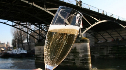 Champagne tasting on the Seine