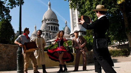 Visit & Performance in Montmartre ( in French )