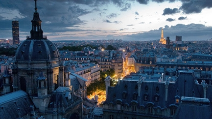 Visit & Performance of the Latin Quarter at dusk (in French)