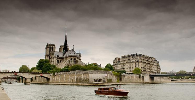 Balade privée sur la Seine avec champagne