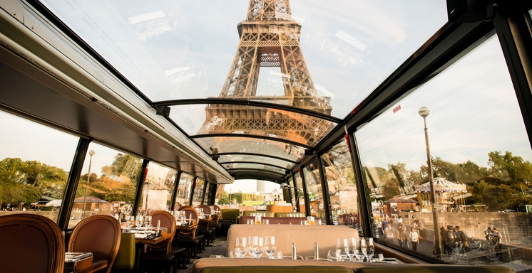 Gastronomic dinner on a panoramic bus