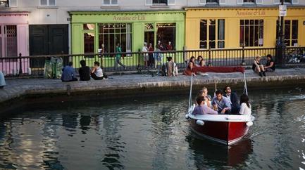 Navigate an eletronic boat